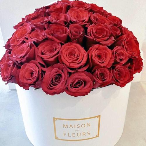 Купить на заказ Заказать Красные розы в коробке Maison с доставкой по Степногорску с доставкой в Степногорске