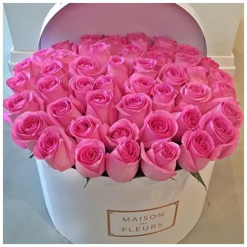 Купить на заказ Заказать Розовые розы в коробке Maison с доставкой по Степногорску с доставкой в Степногорске